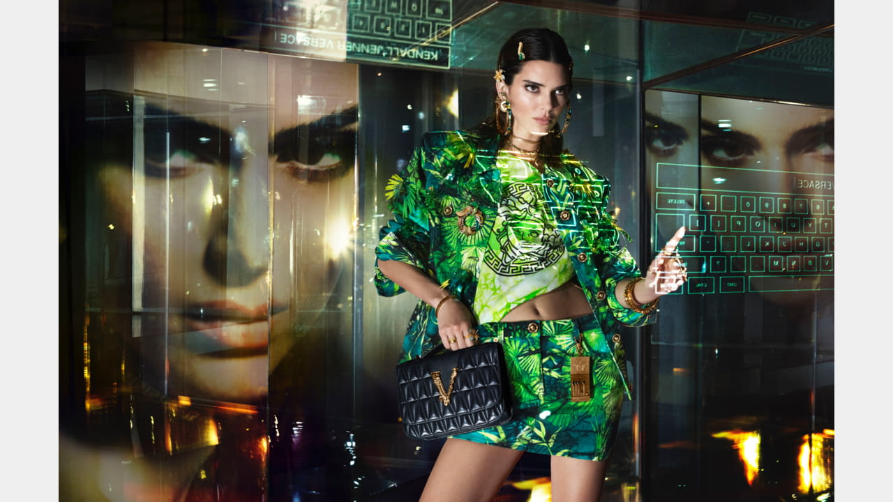 VERSACE'S SPRING-SUMMER 2020 CAMPAIGN FEATURING  GLOBAL SUPERSTAR JENNIFER LOPEZ illustration 3