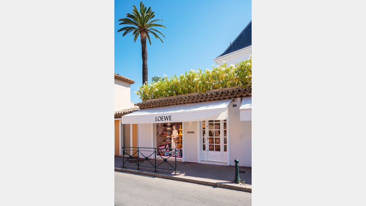 LOEWE OPENS SEASONAL STORES IN IBIZA AND ST. TROPEZ illustration 2
