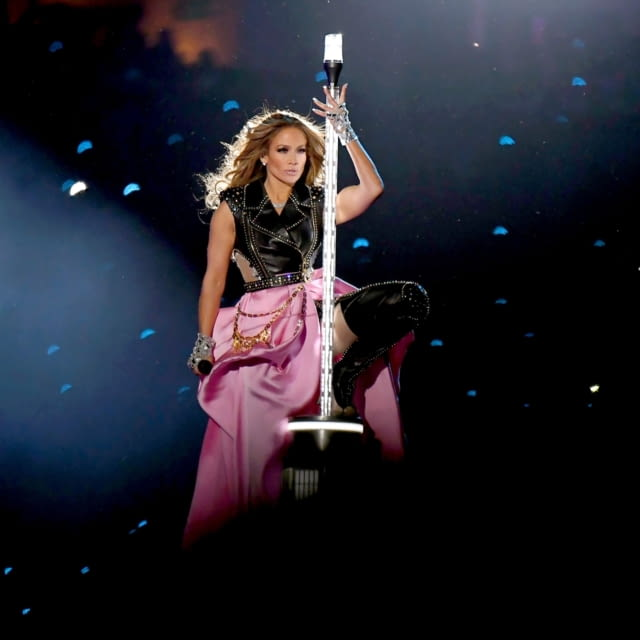 Versace: JENNIFER LOPEZ Super Bowl