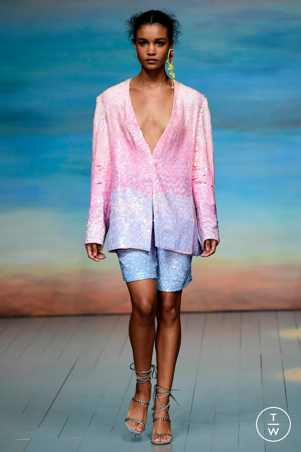 Fashion Week London Spring/Summer 2019 look 3 from the Roberta Einer collection 女装