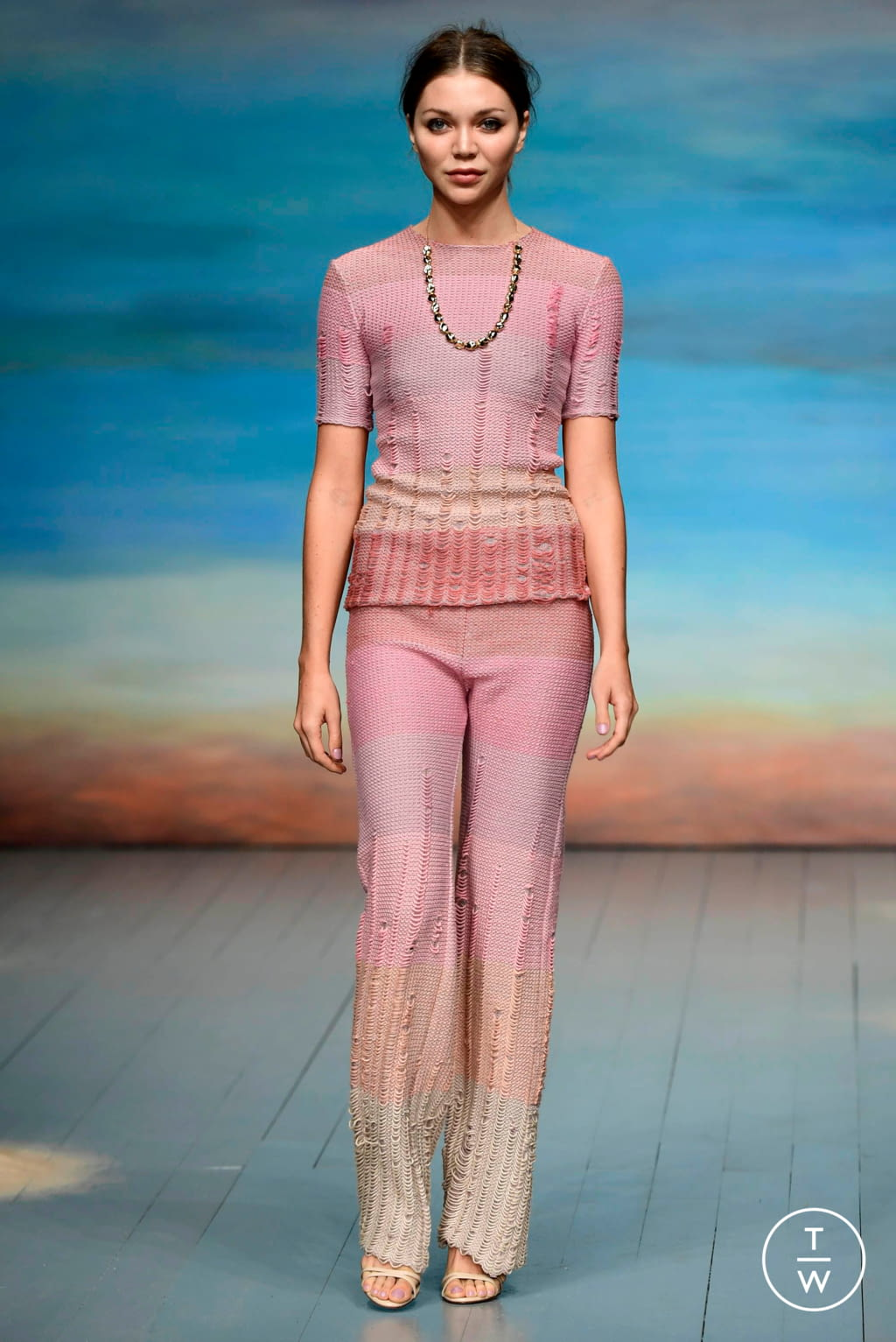 Fashion Week London Spring/Summer 2019 look 5 from the Roberta Einer collection 女装