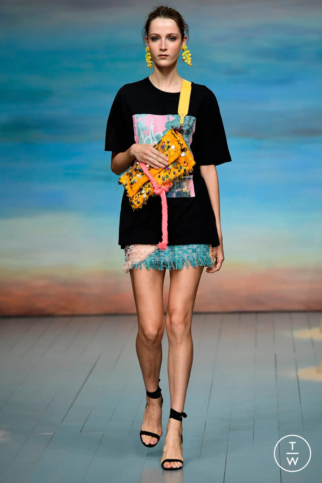 Fashion Week London Spring/Summer 2019 look 7 from the Roberta Einer collection 女装