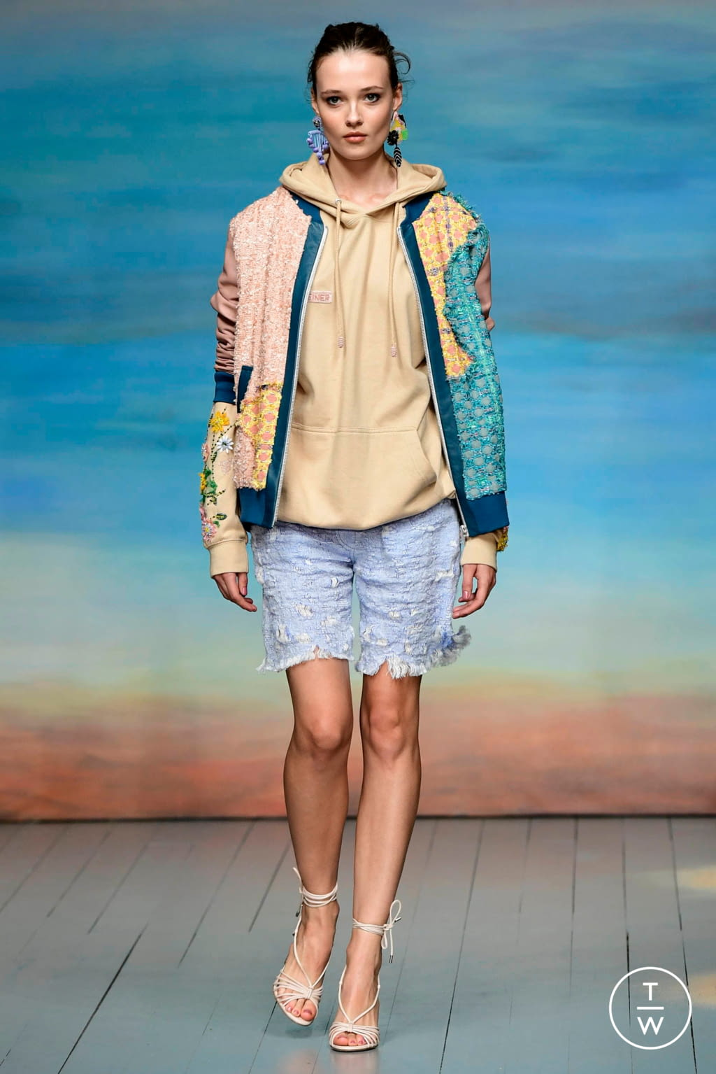Fashion Week London Spring/Summer 2019 look 8 from the Roberta Einer collection 女装
