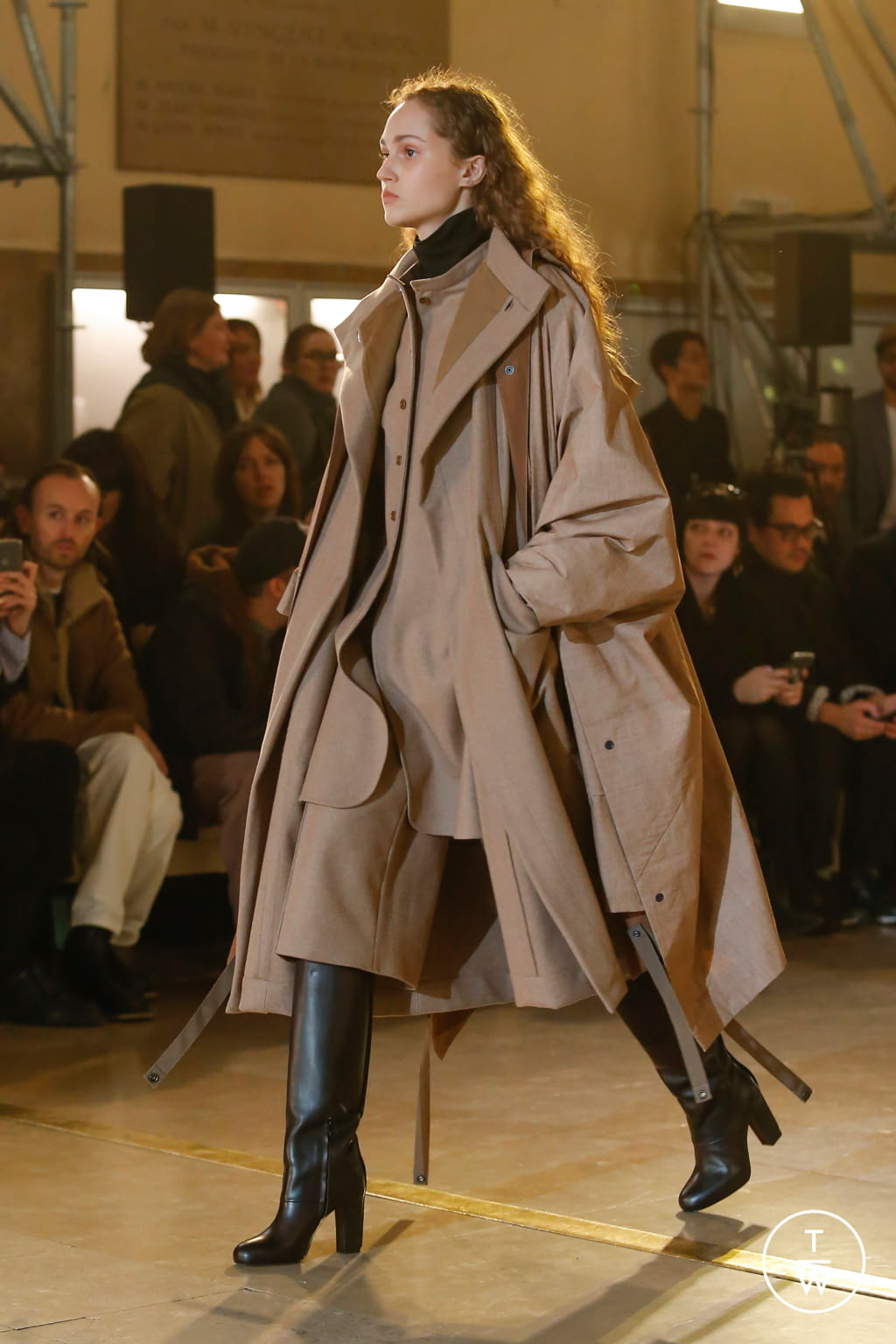 Fashion Week Paris Fall/Winter 2020 look 3 from the Lemaire collection womenswear