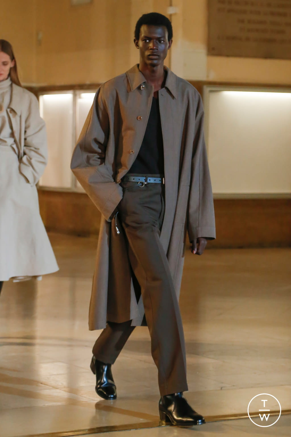 Fashion Week Paris Fall/Winter 2020 look 9 from the Lemaire collection womenswear