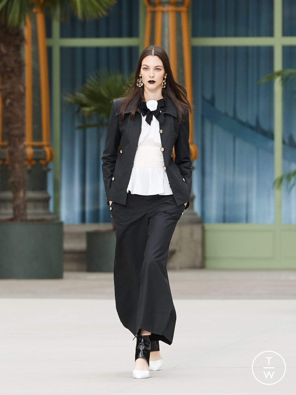 Fashion Week Paris Resort 2020 look 1 from the Chanel collection womenswear