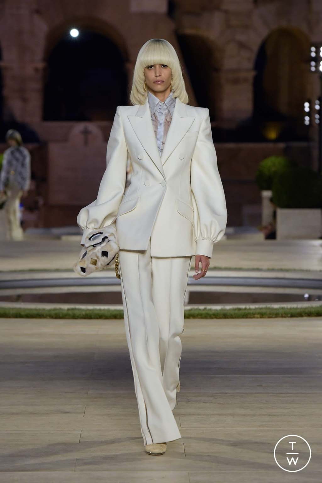 Fashion Week Milan Fall/Winter 2019 look 1 de la collection Fendi couture