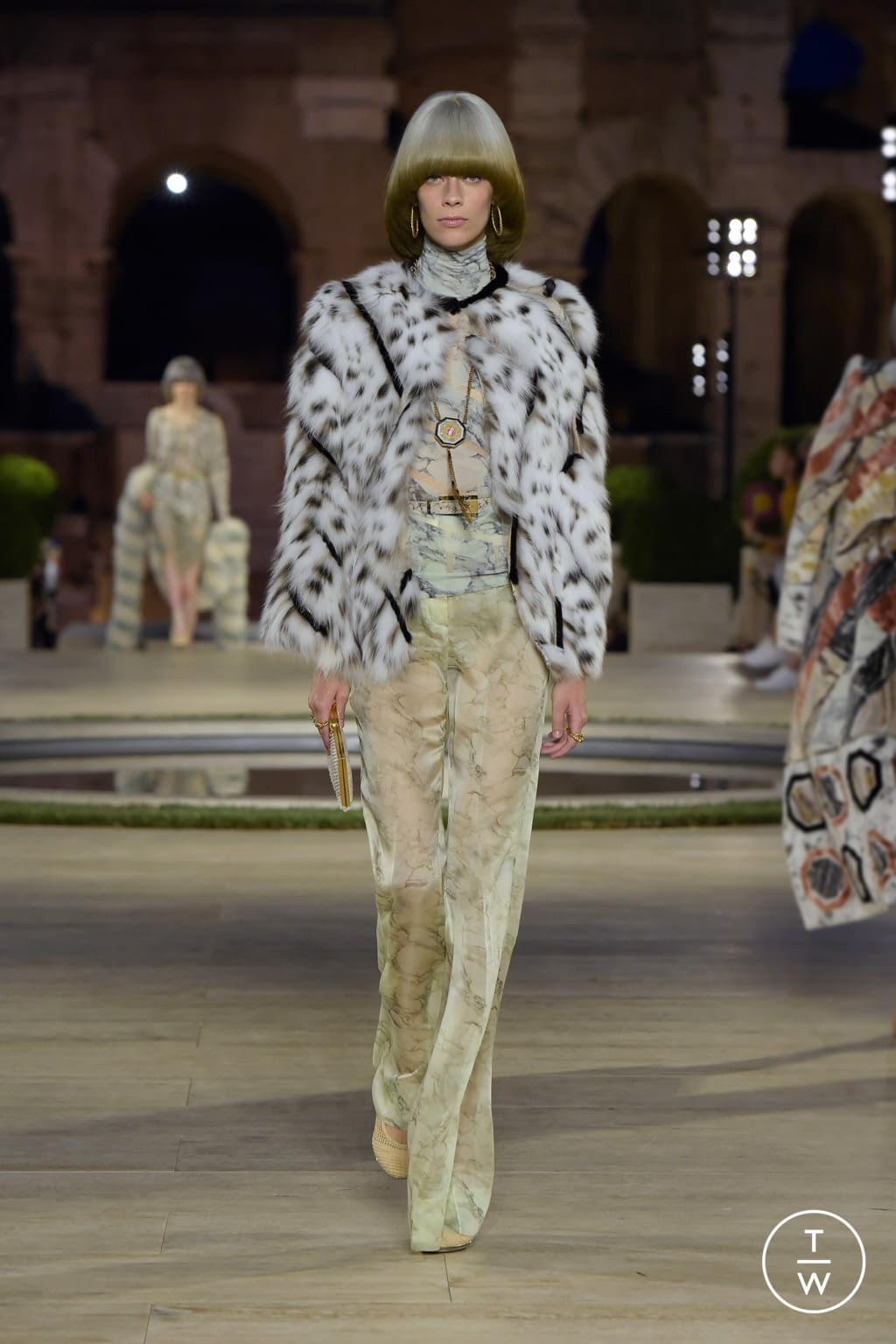 Fashion Week Milan Fall/Winter 2019 look 3 from the Fendi collection couture
