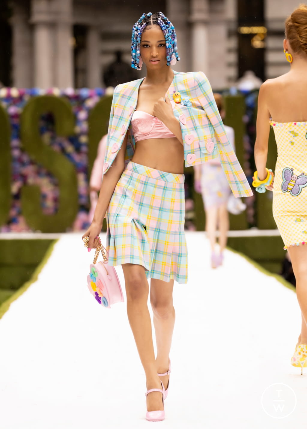 Fashion Week New York Spring/Summer 2022 look 35 from the Moschino collection womenswear