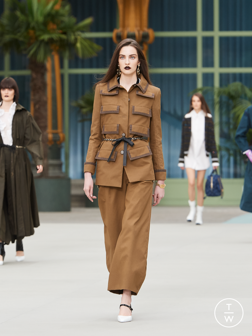 Fashion Week Paris Resort 2020 look 4 from the Chanel collection womenswear