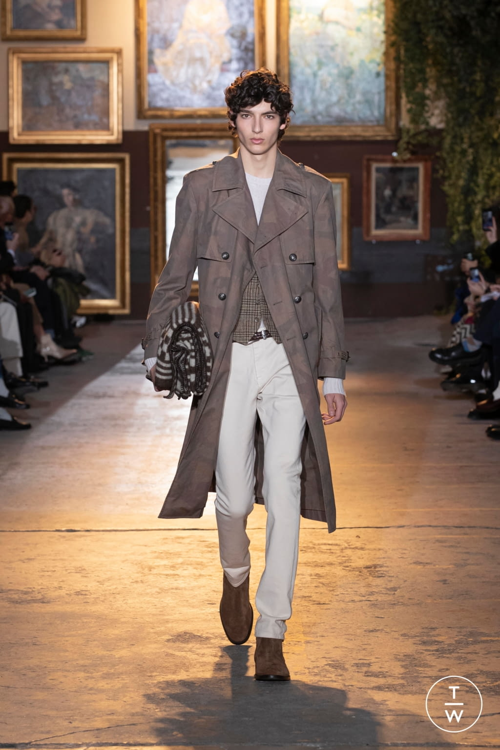 Fashion Week Milan Fall/Winter 2020 look 6 from the Etro collection menswear