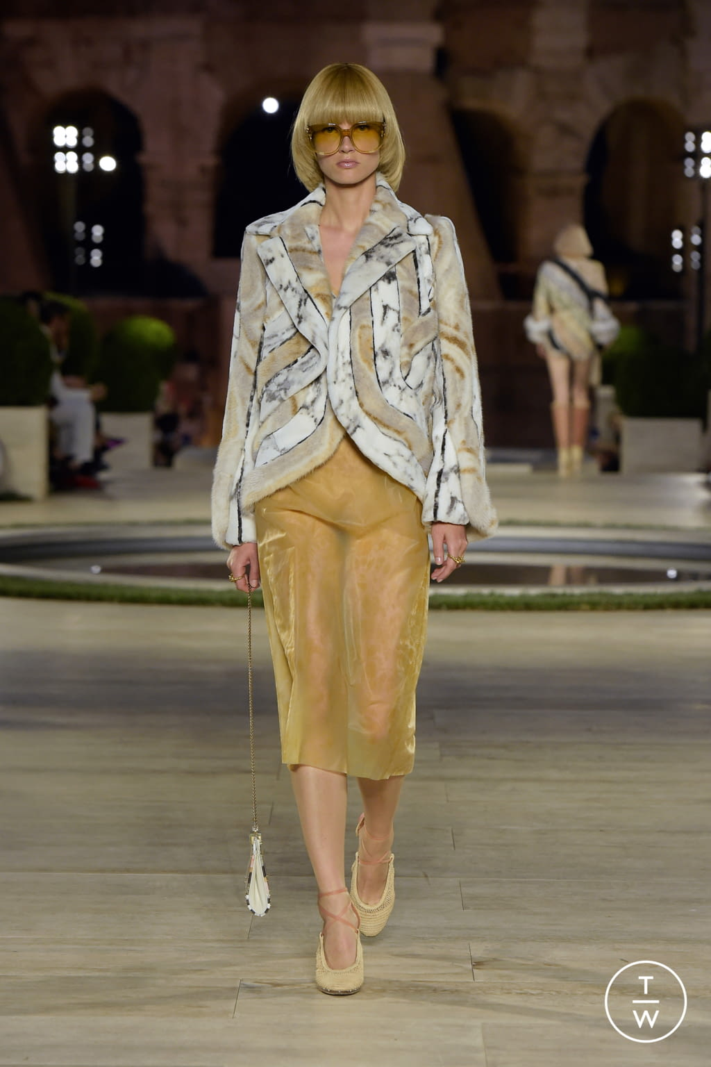 Fashion Week Milan Fall/Winter 2019 look 6 from the Fendi collection couture