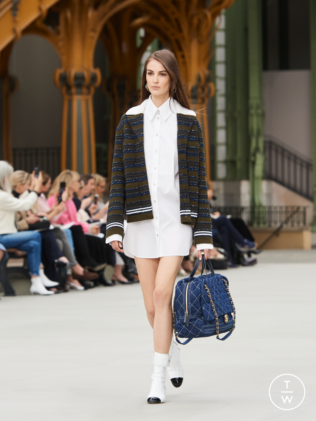 Fashion Week Paris Resort 2020 look 7 from the Chanel collection womenswear