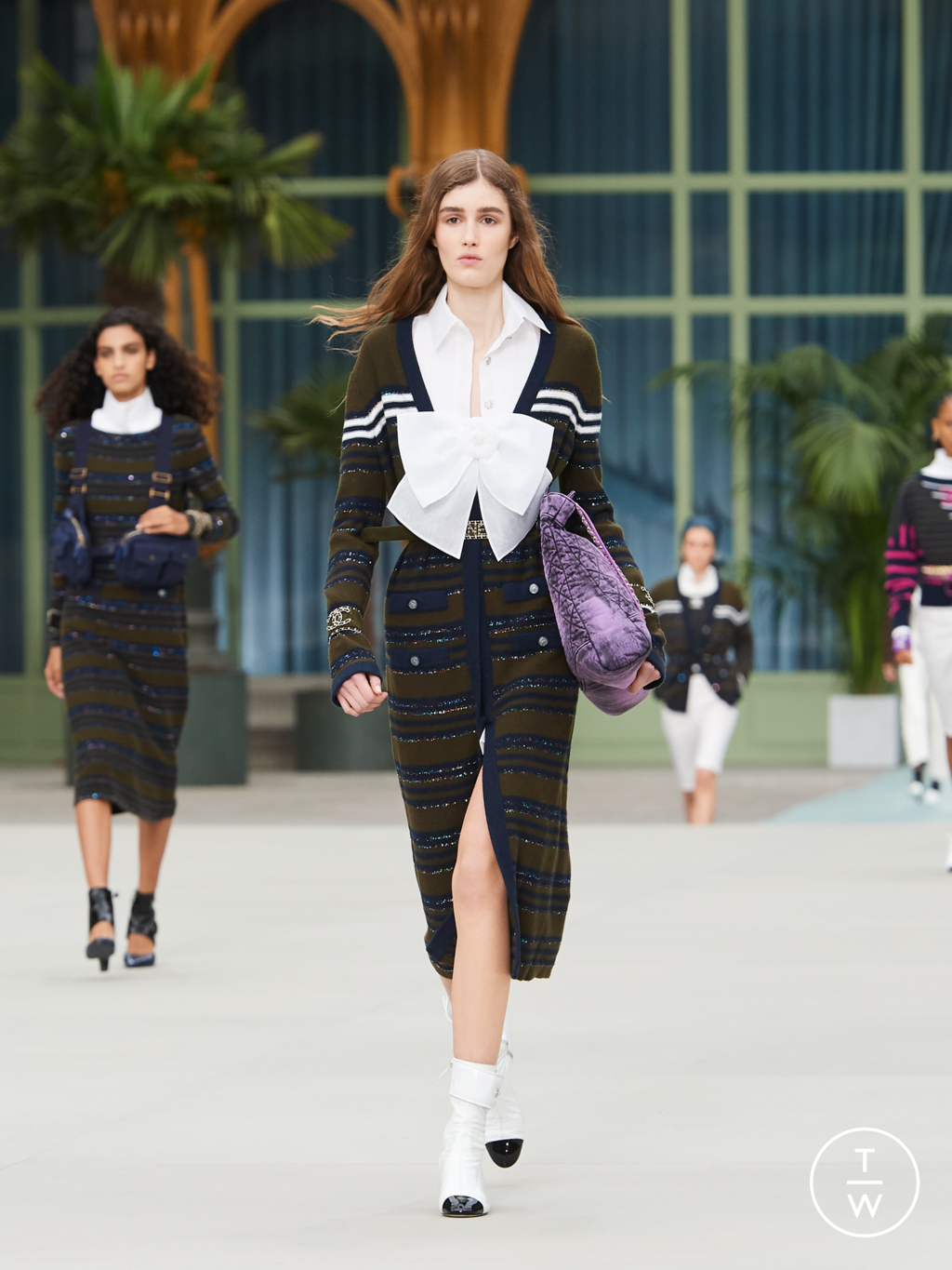 Fashion Week Paris Resort 2020 look 8 from the Chanel collection womenswear
