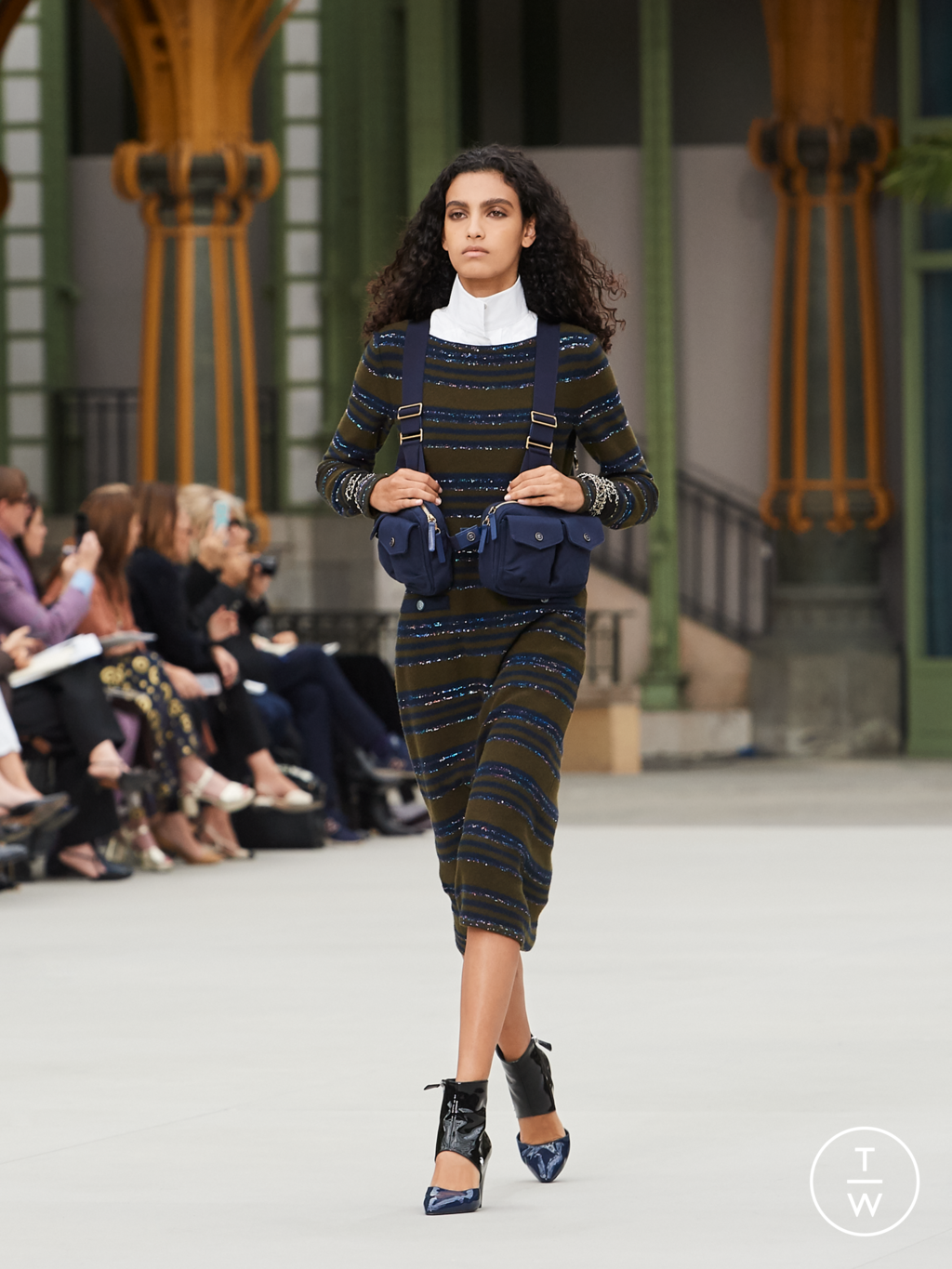 Fashion Week Paris Resort 2020 look 9 from the Chanel collection 女装