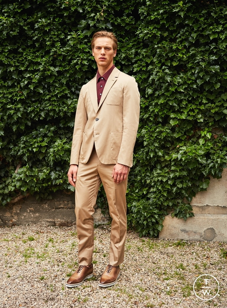 Fashion Week Paris Spring/Summer 2017 look 1 from the Berluti collection menswear