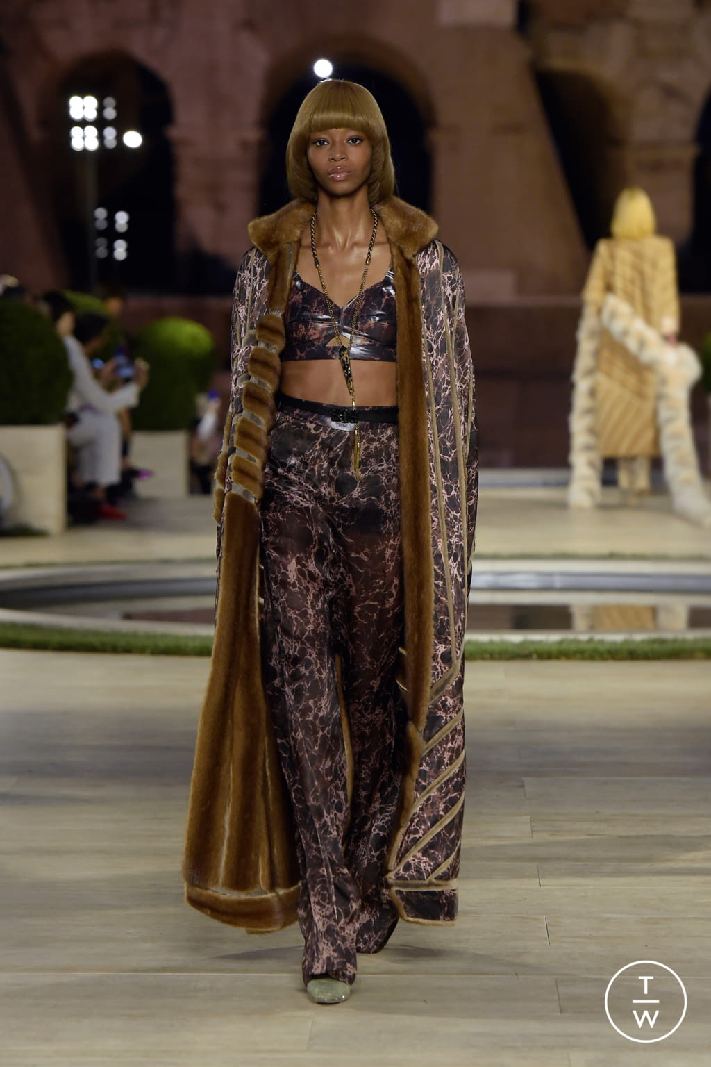 Fashion Week Milan Fall/Winter 2019 look 11 from the Fendi collection couture