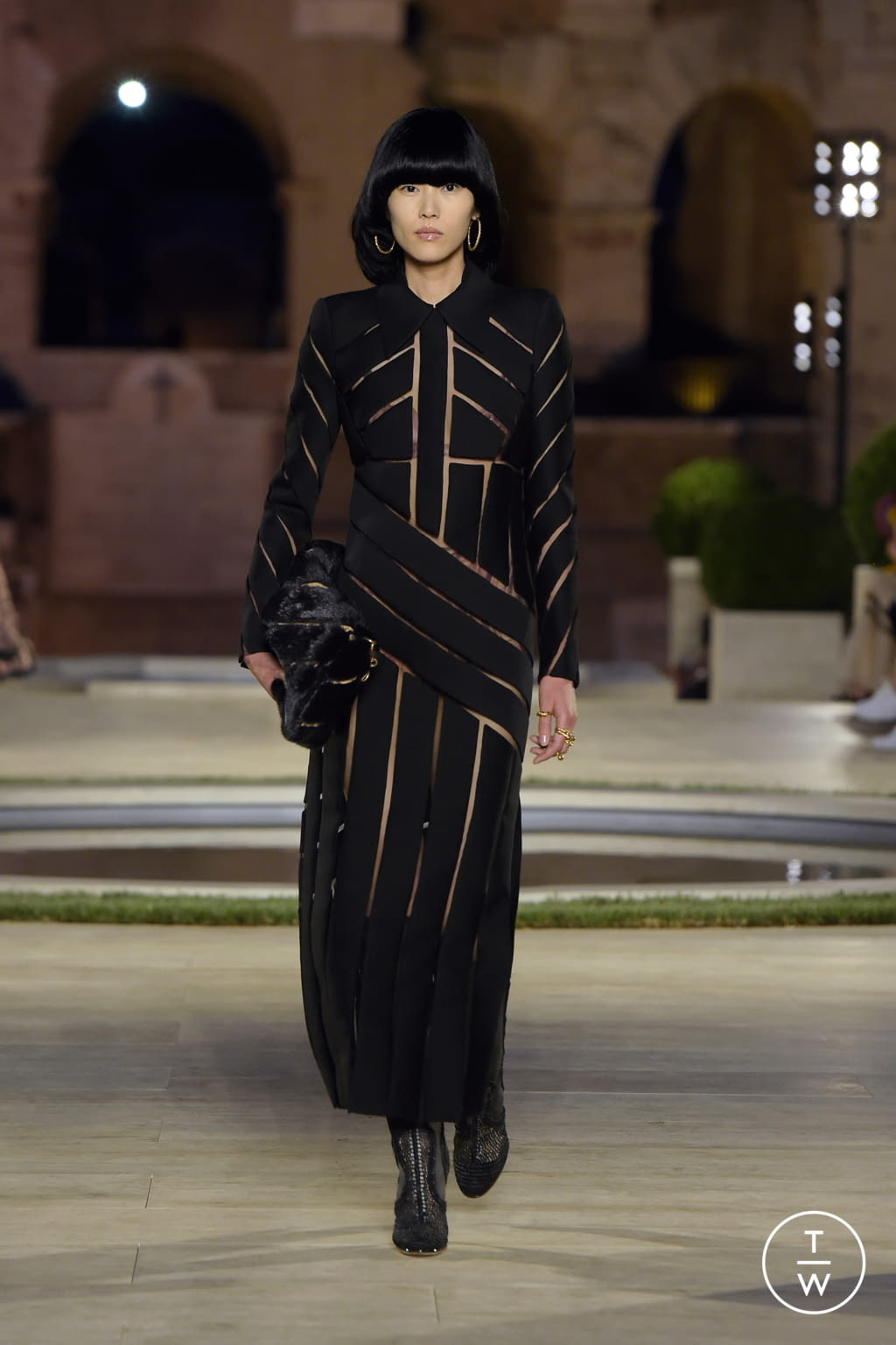Fashion Week Milan Fall/Winter 2019 look 10 from the Fendi collection couture