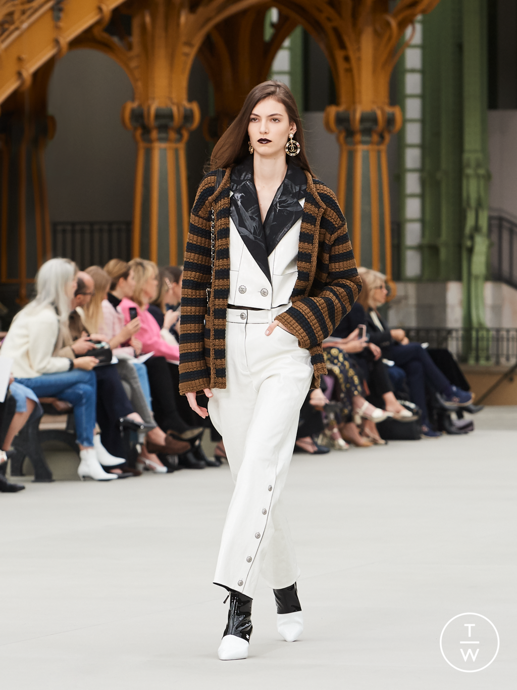 Fashion Week Paris Resort 2020 look 13 from the Chanel collection womenswear