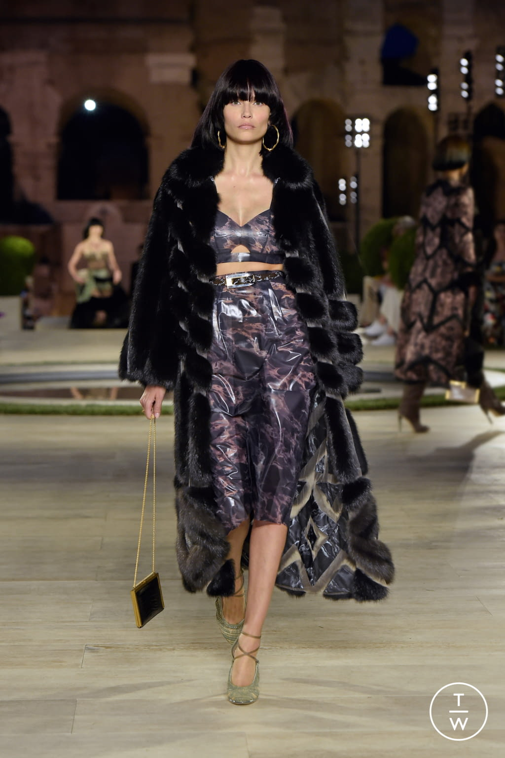 Fashion Week Milan Fall/Winter 2019 look 13 from the Fendi collection couture