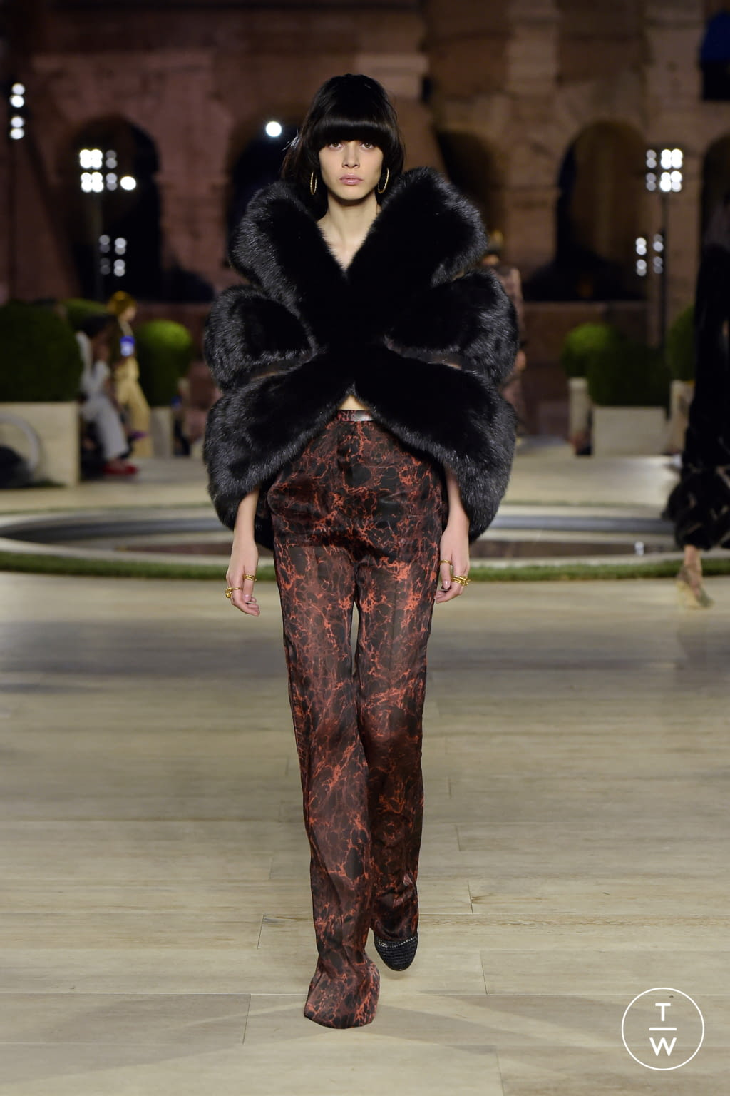 Fashion Week Milan Fall/Winter 2019 look 14 from the Fendi collection couture