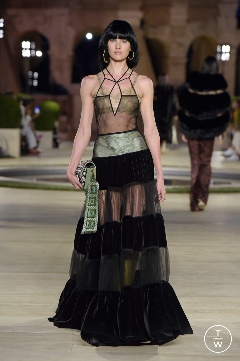 Fashion Week Milan Fall/Winter 2019 look 15 from the Fendi collection couture