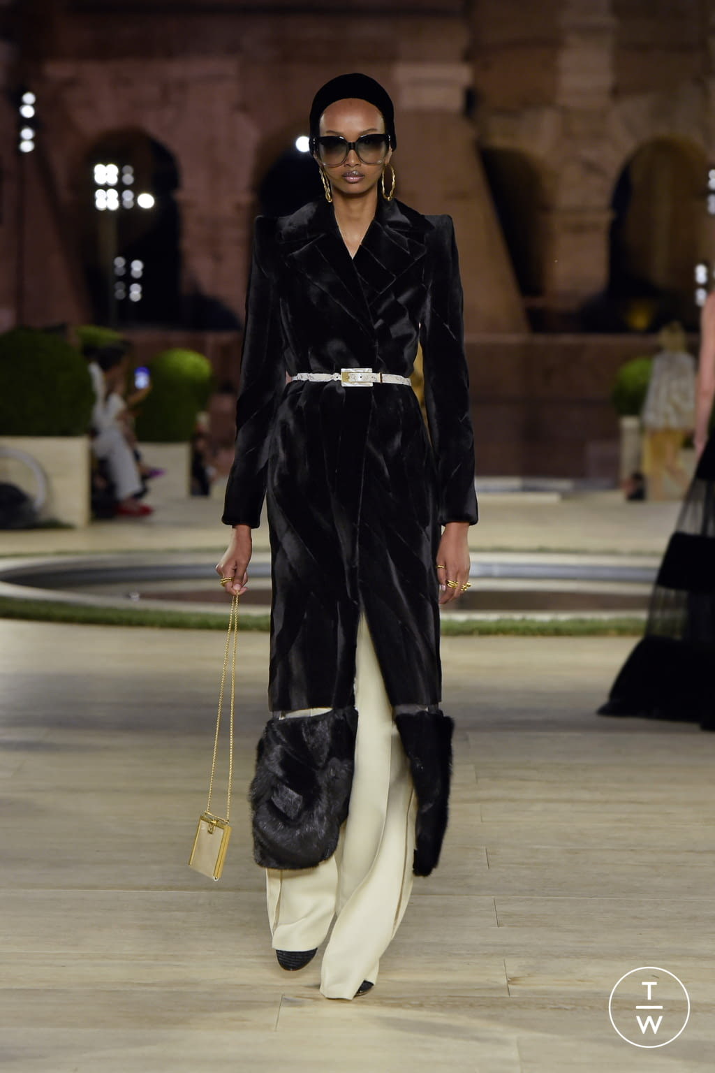 Fashion Week Milan Fall/Winter 2019 look 16 from the Fendi collection couture