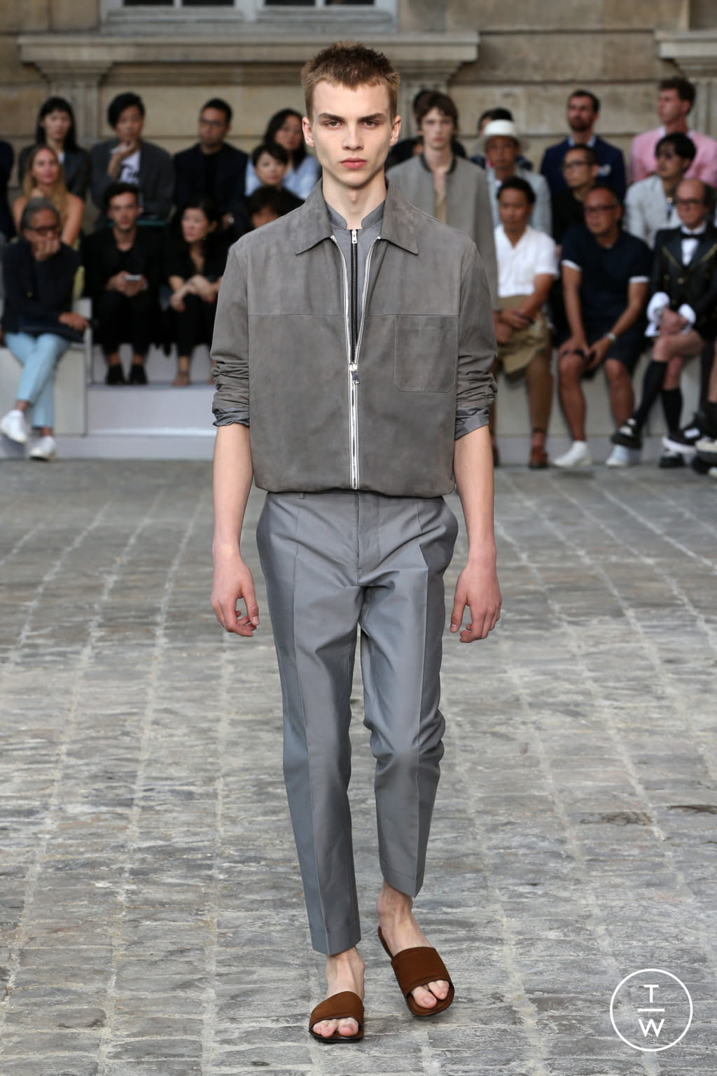 Fashion Week Paris Spring/Summer 2018 look 17 from the Berluti collection menswear