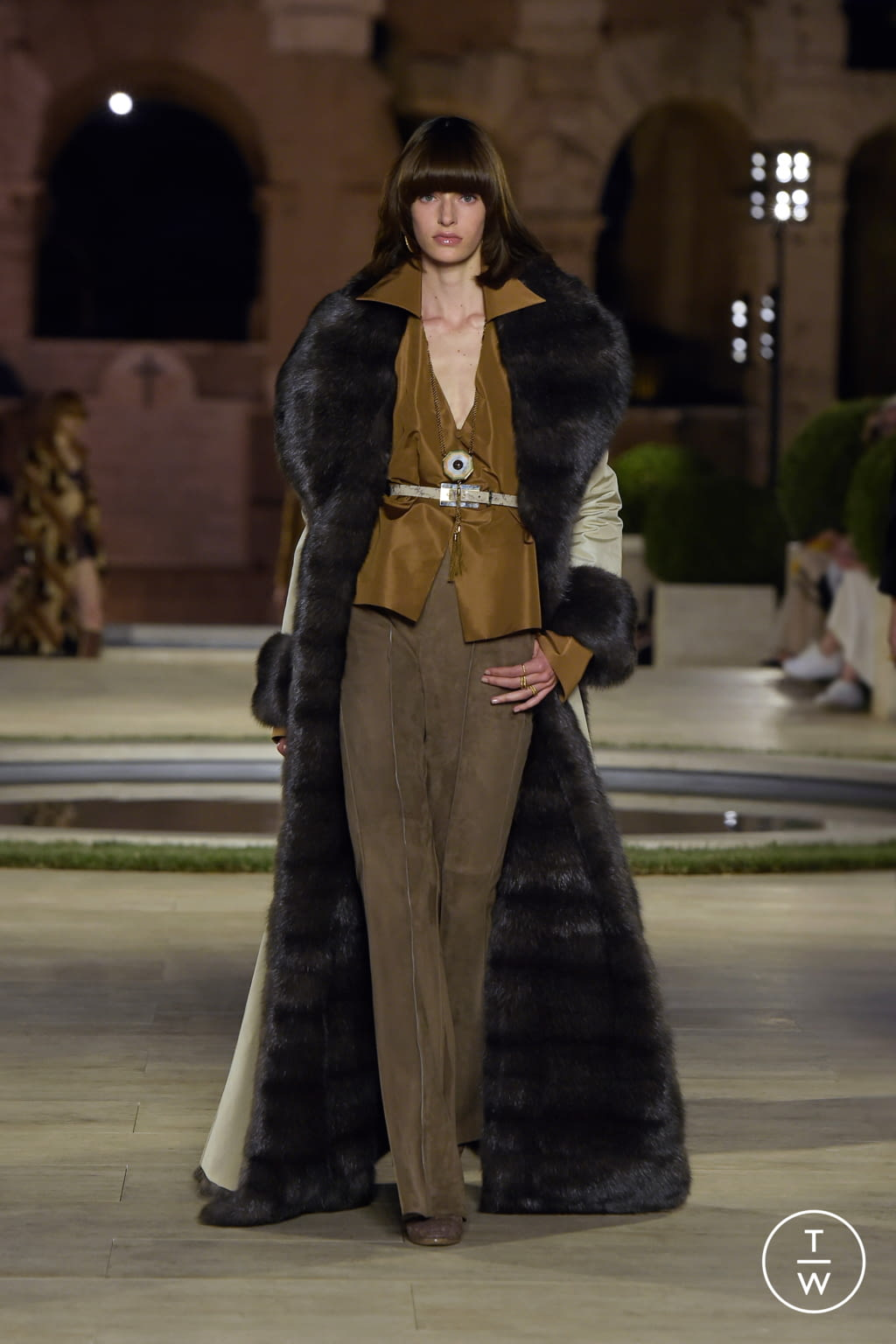 Fashion Week Milan Fall/Winter 2019 look 18 from the Fendi collection couture