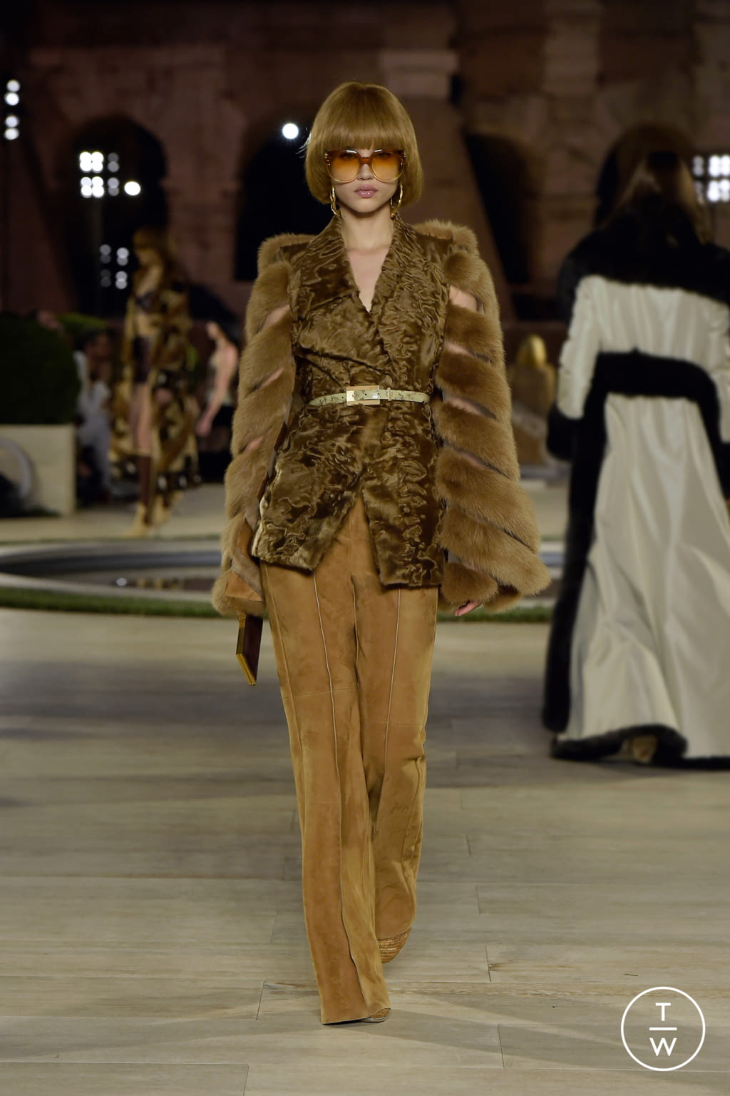 Fashion Week Milan Fall/Winter 2019 look 17 de la collection Fendi couture