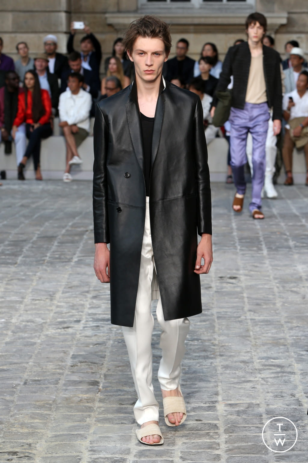 Fashion Week Paris Spring/Summer 2018 look 23 from the Berluti collection menswear