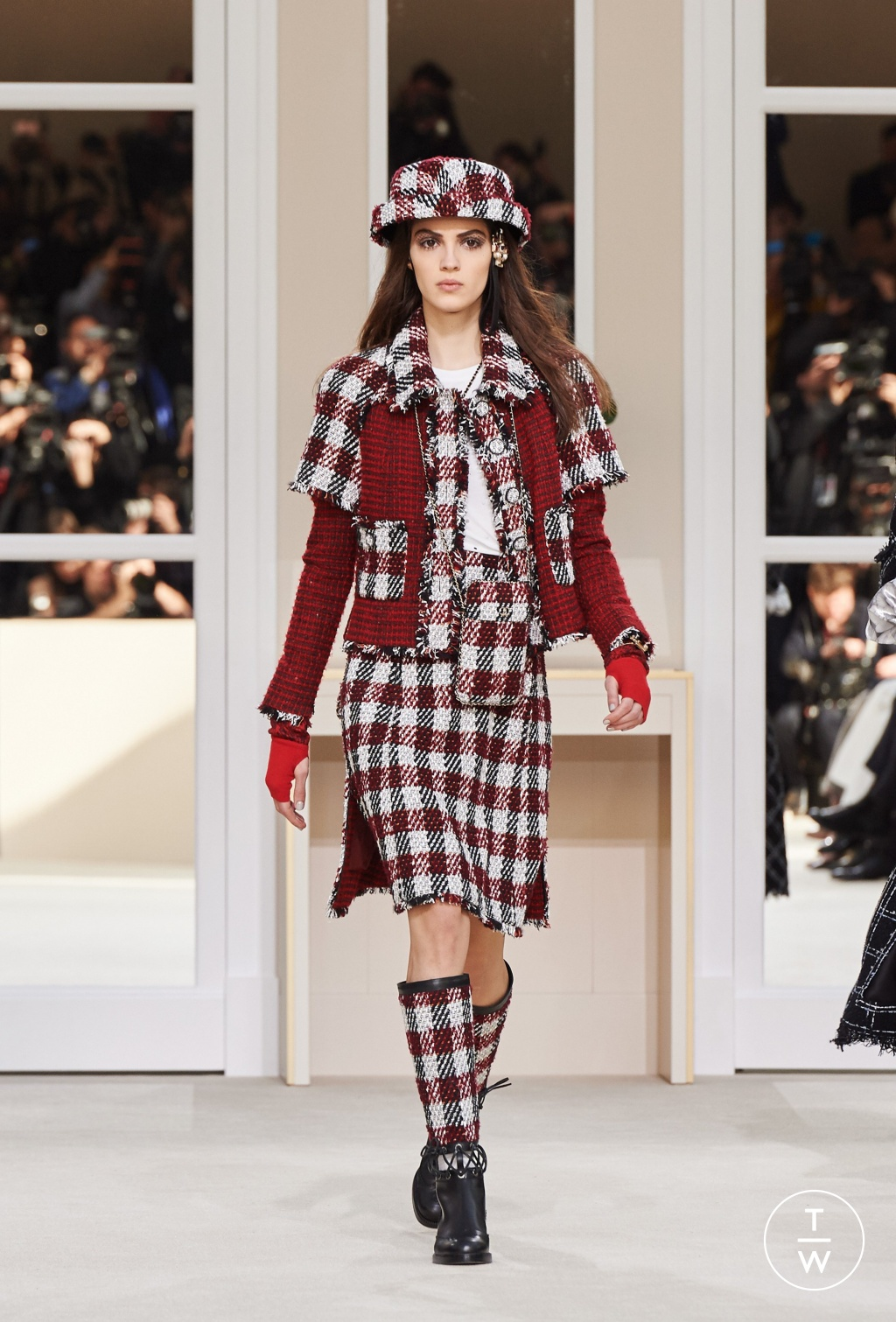 Fashion Week Paris Fall/Winter 2016 look 24 from the Chanel collection womenswear