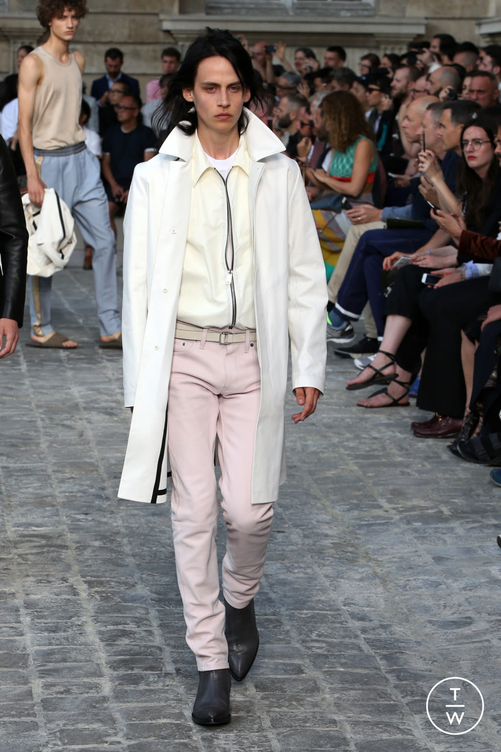 Fashion Week Paris Spring/Summer 2018 look 25 from the Berluti collection menswear