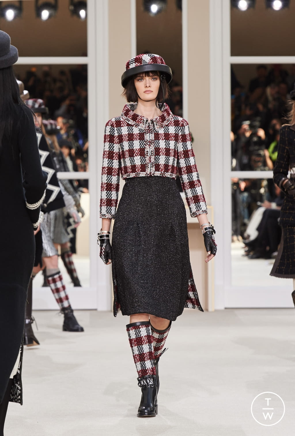 Fashion Week Paris Fall/Winter 2016 look 26 from the Chanel collection womenswear