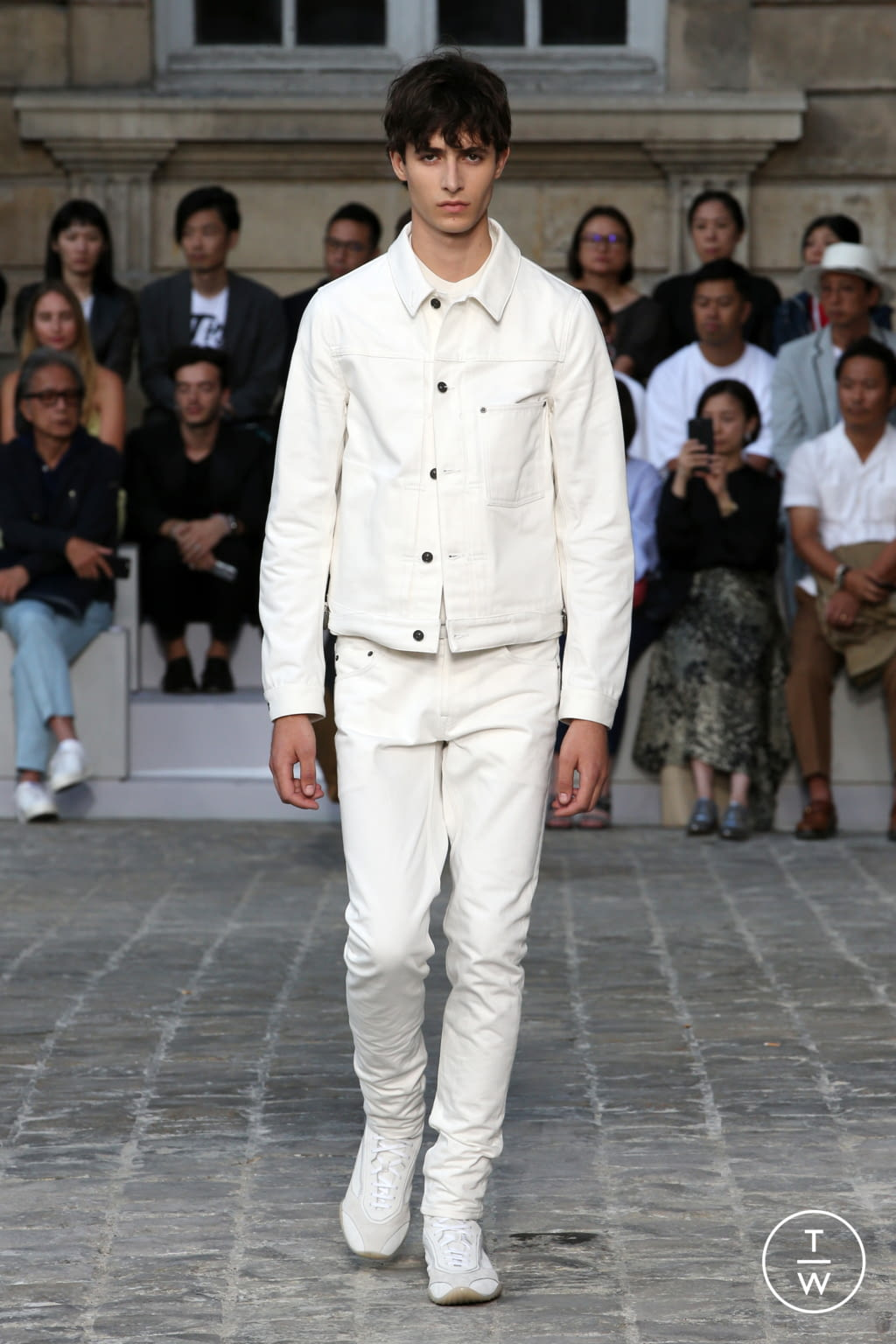 Fashion Week Paris Spring/Summer 2018 look 26 from the Berluti collection menswear