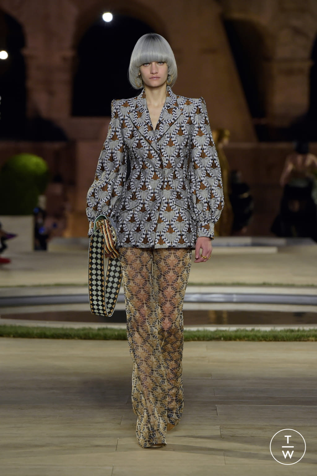 Fashion Week Milan Fall/Winter 2019 look 26 from the Fendi collection couture
