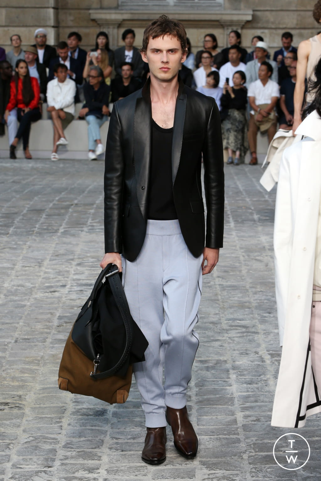 Fashion Week Paris Spring/Summer 2018 look 27 from the Berluti collection menswear