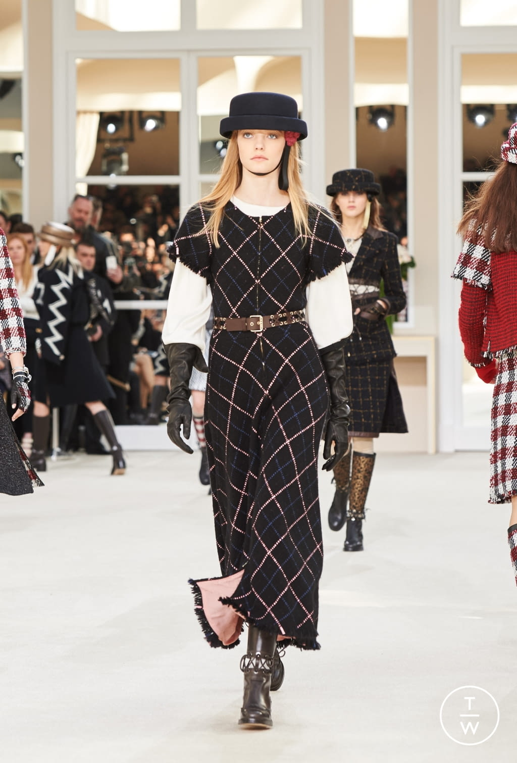 Fashion Week Paris Fall/Winter 2016 look 27 from the Chanel collection womenswear
