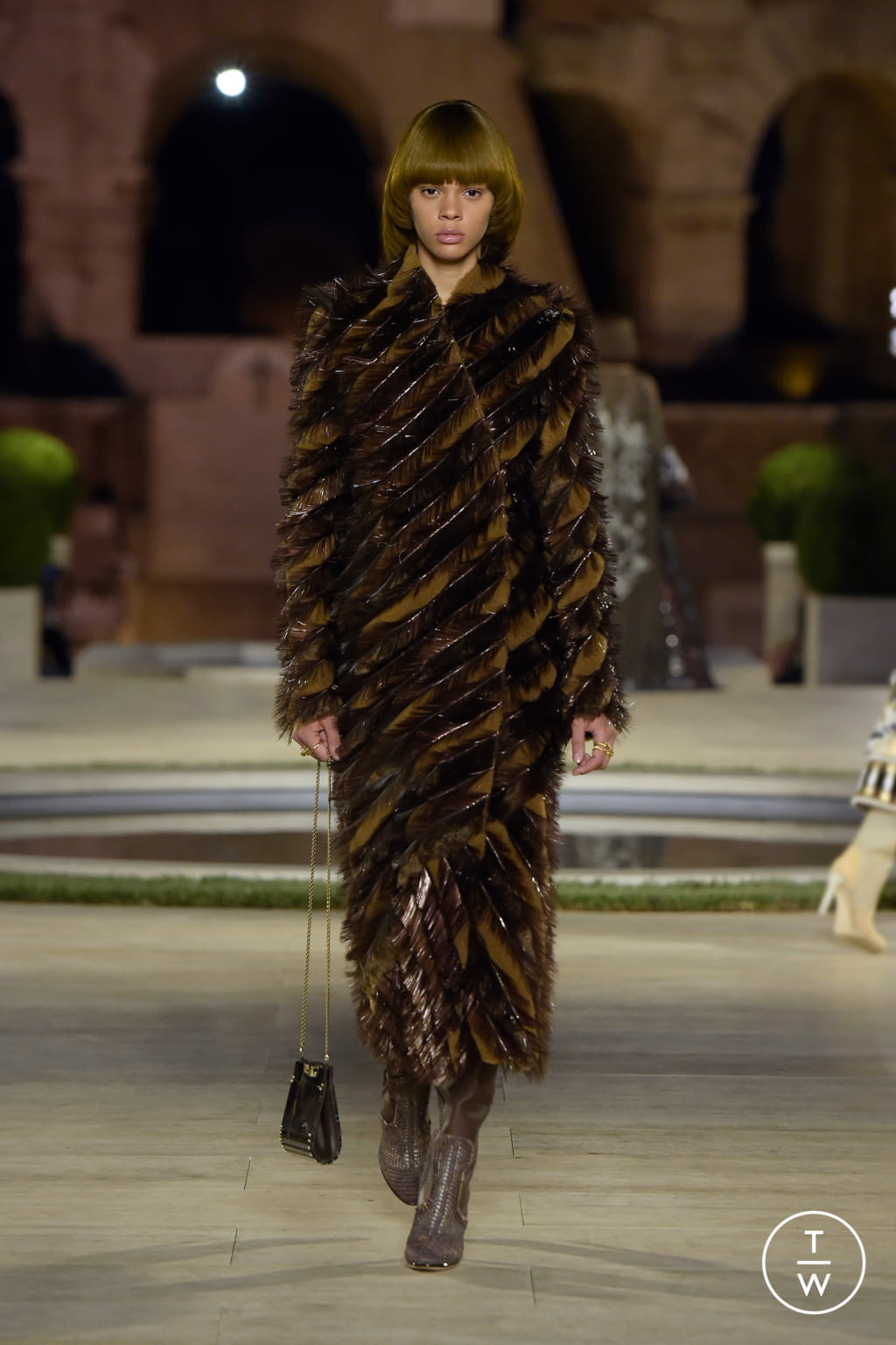 Fashion Week Milan Fall/Winter 2019 look 27 from the Fendi collection couture