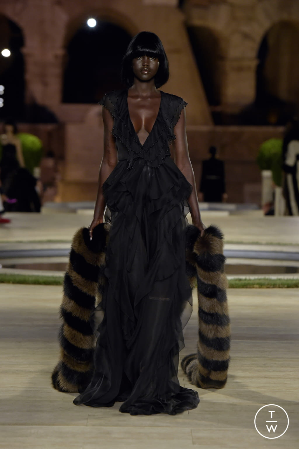 Fashion Week Milan Fall/Winter 2019 look 28 from the Fendi collection couture