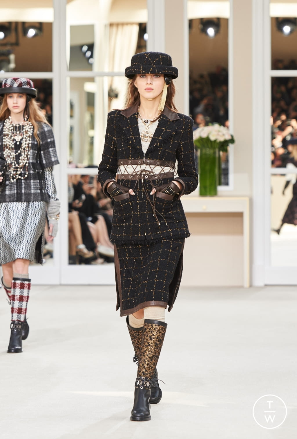 Fashion Week Paris Fall/Winter 2016 look 29 from the Chanel collection womenswear