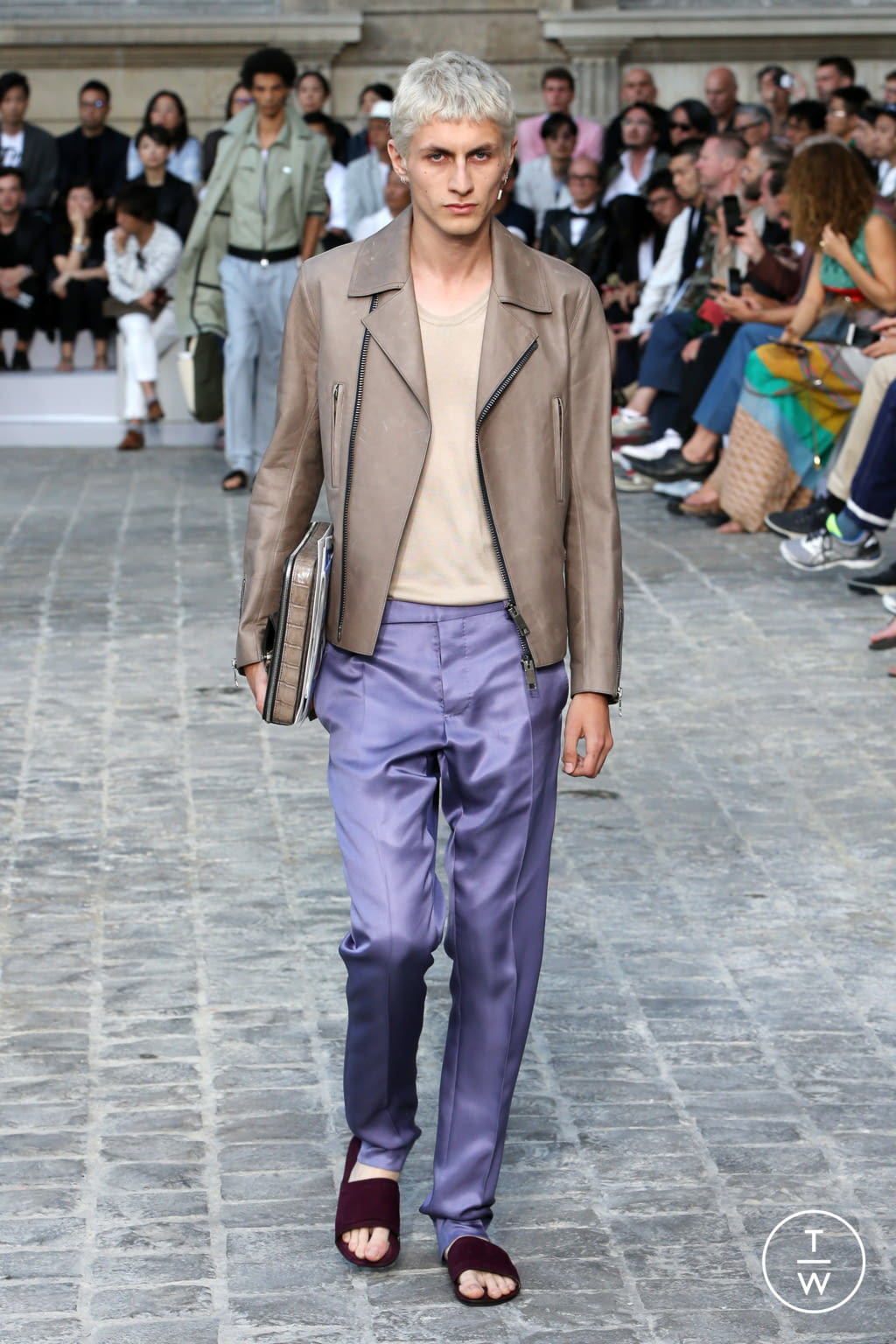 Fashion Week Paris Spring/Summer 2018 look 30 from the Berluti collection menswear