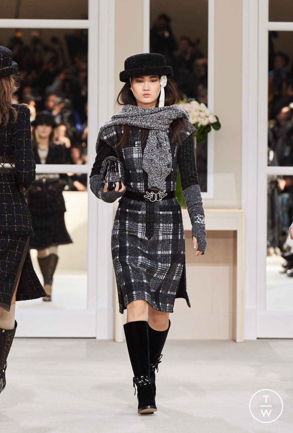 Fashion Week Paris Fall/Winter 2016 look 30 from the Chanel collection womenswear