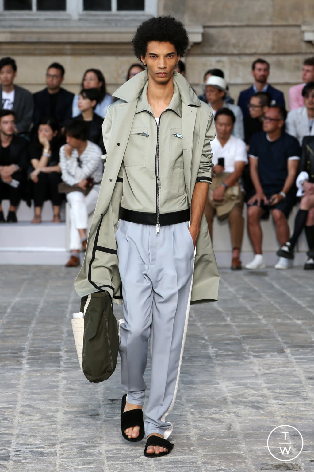 Fashion Week Paris Spring/Summer 2018 look 31 from the Berluti collection menswear