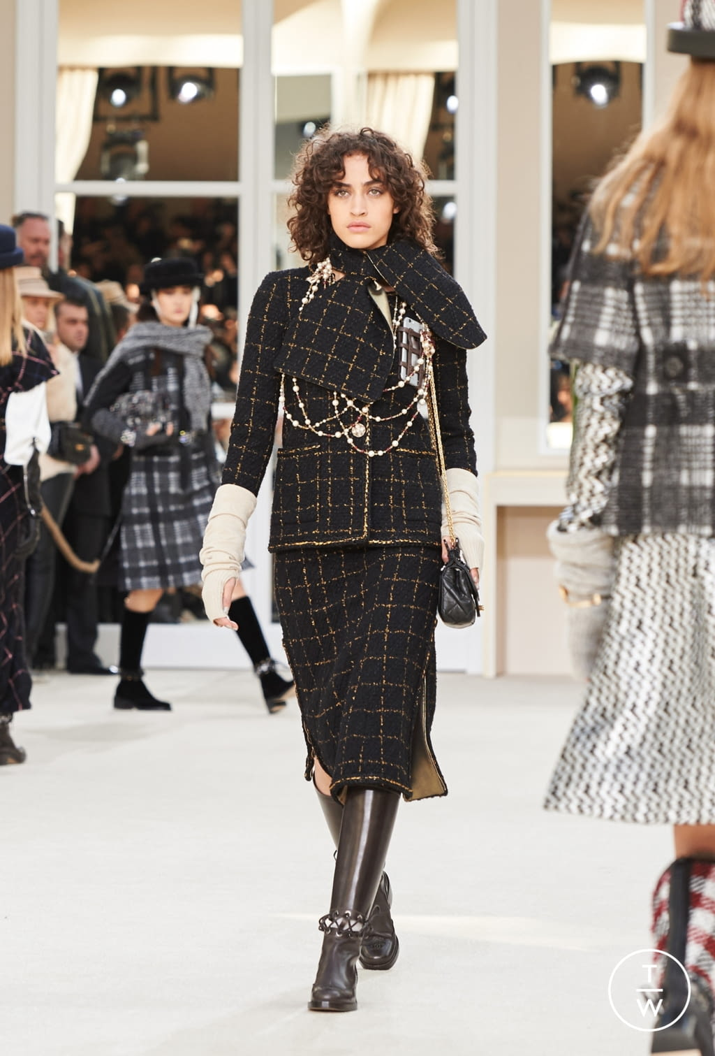 Fashion Week Paris Fall/Winter 2016 look 31 from the Chanel collection womenswear