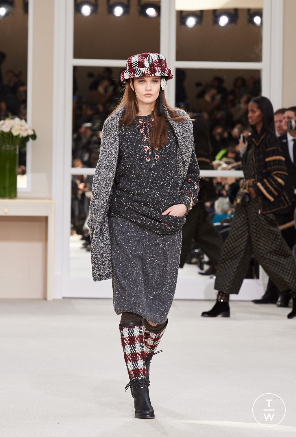 Fashion Week Paris Fall/Winter 2016 look 32 from the Chanel collection womenswear