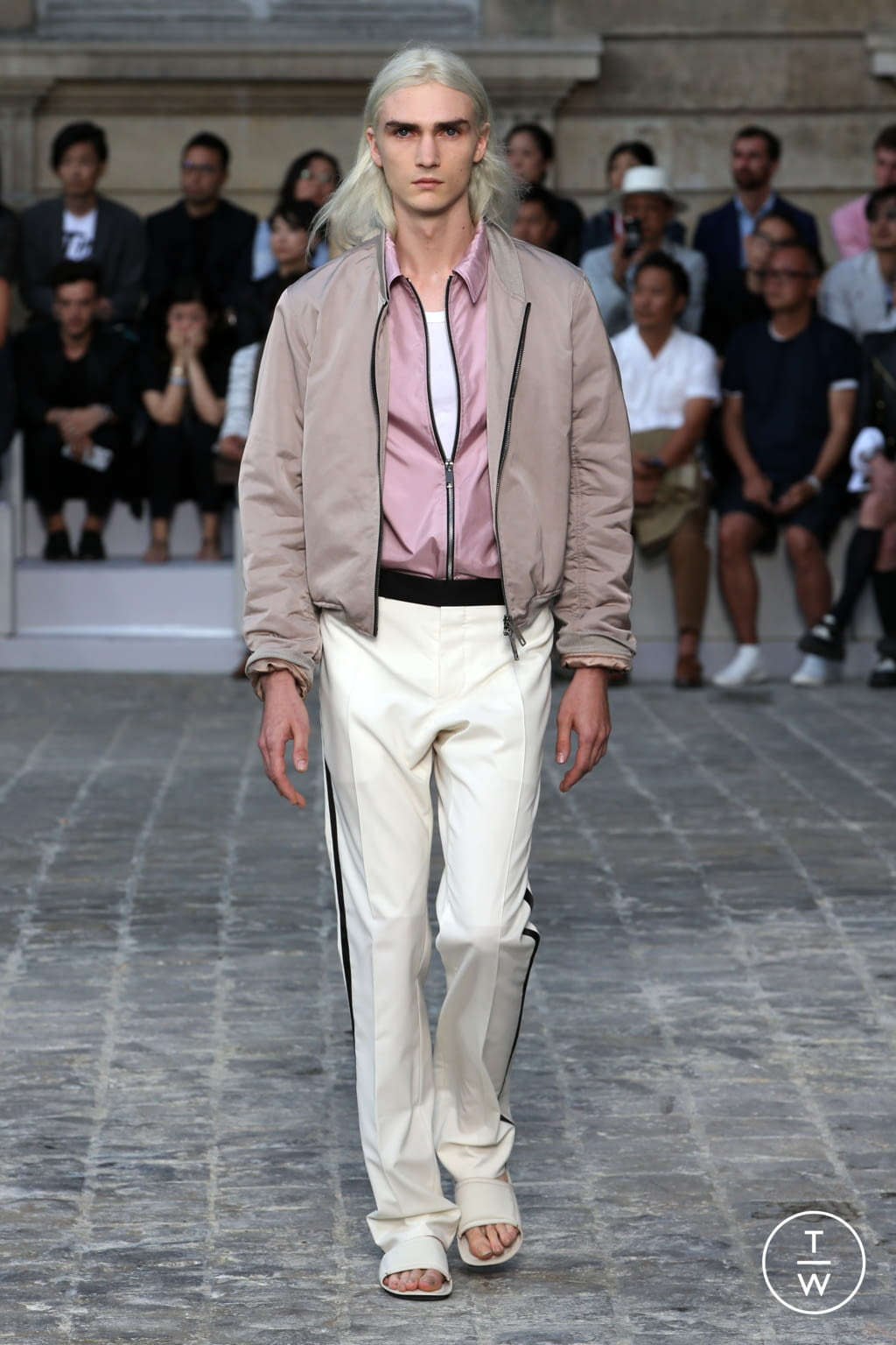 Fashion Week Paris Spring/Summer 2018 look 32 from the Berluti collection menswear