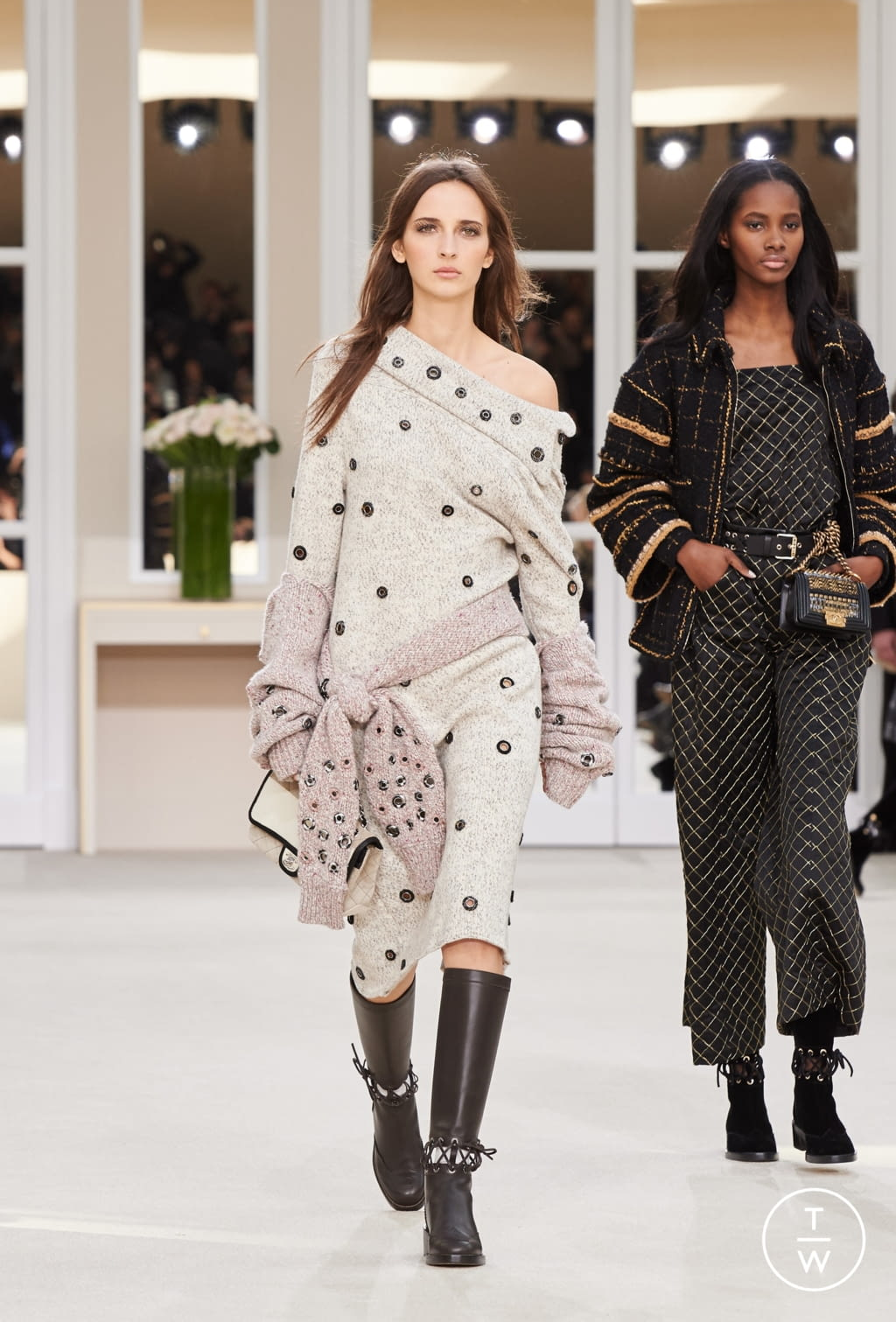 Fashion Week Paris Fall/Winter 2016 look 34 from the Chanel collection womenswear