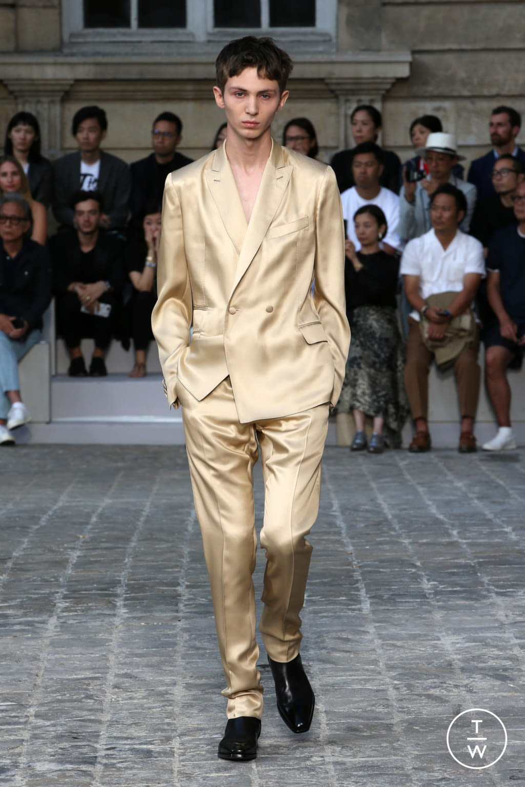 Fashion Week Paris Spring/Summer 2018 look 35 from the Berluti collection menswear