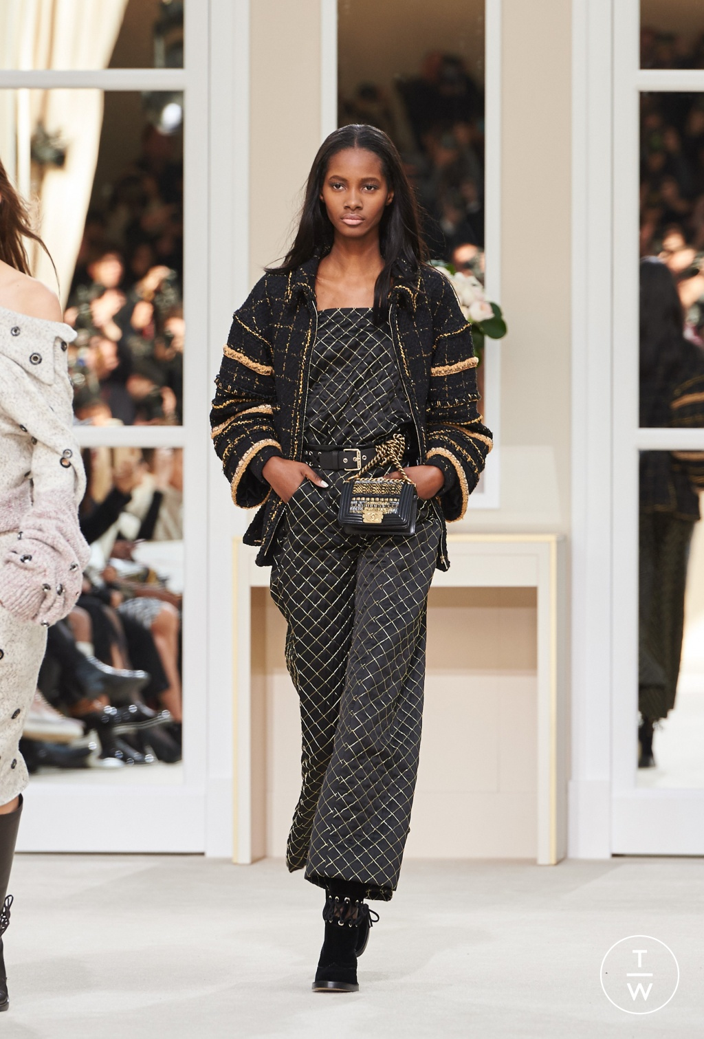 Fashion Week Paris Fall/Winter 2016 look 35 from the Chanel collection womenswear